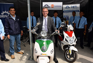 Minister Gerber visited SUNfarming Solar-Training-Center/Peru
